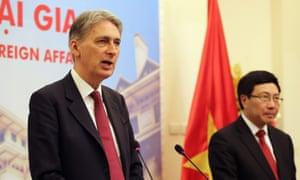 Philip Hammond with Vietnamese foreign minister Pham Binh Minh.