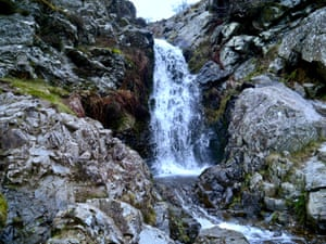 Water from the bogs plunges over the rock face creating the Light Spout waterfall.