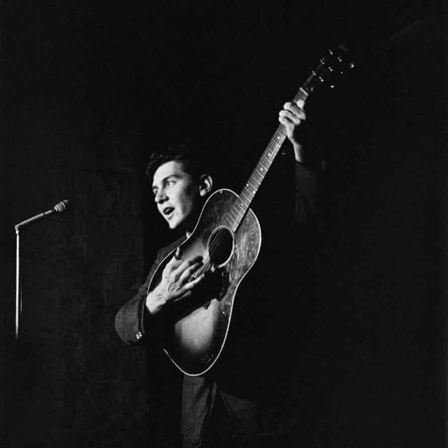 Phil Ochs in concert, circa 1965.