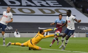Tottenham Hotspur goalkeeper Hugo Lloris claims the ball.