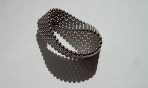 Möbius strip made from magnetic beads