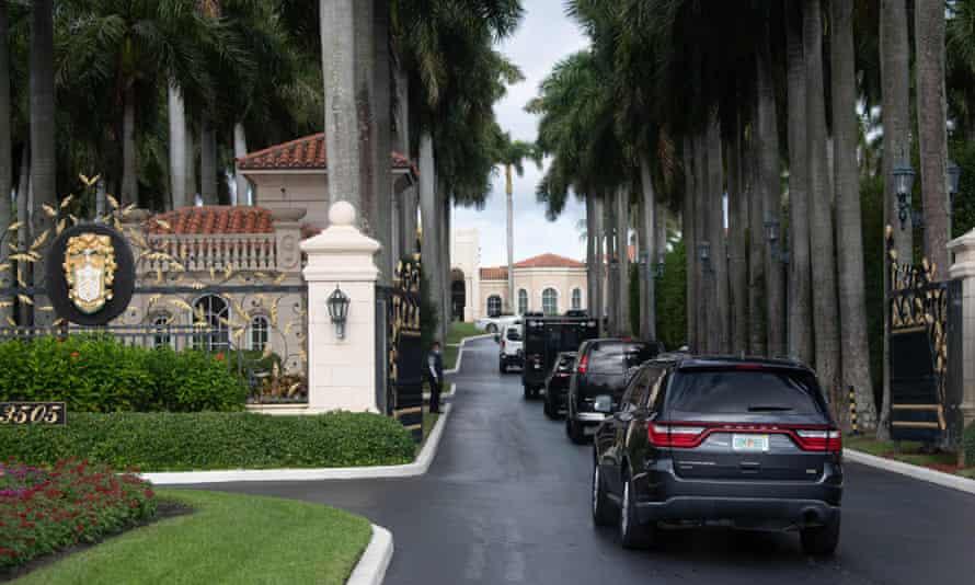 The presidential caravan arrives at Trump International Golf Club in West Palm Beach.
