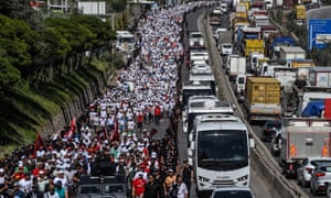 Supporters of Kemal Kılıçdaroğlu, leader of Turkey's CHP opposition, on the March for Justice, 6 July.