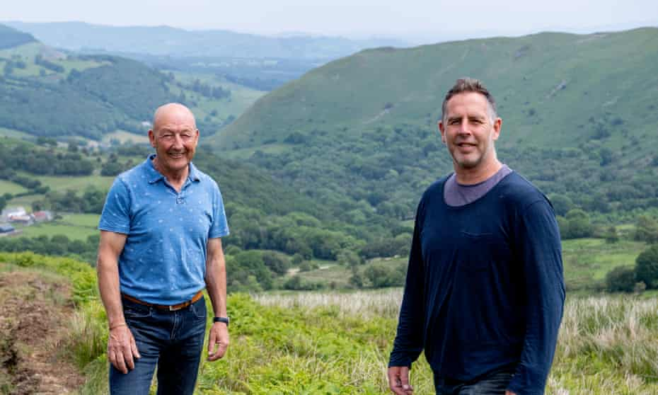 Roy Samuel, project manager for the Welsh-government funded sustainable management scheme, and Alan Kearsley-Evans of the National Trust at work at Abergwesyn common.