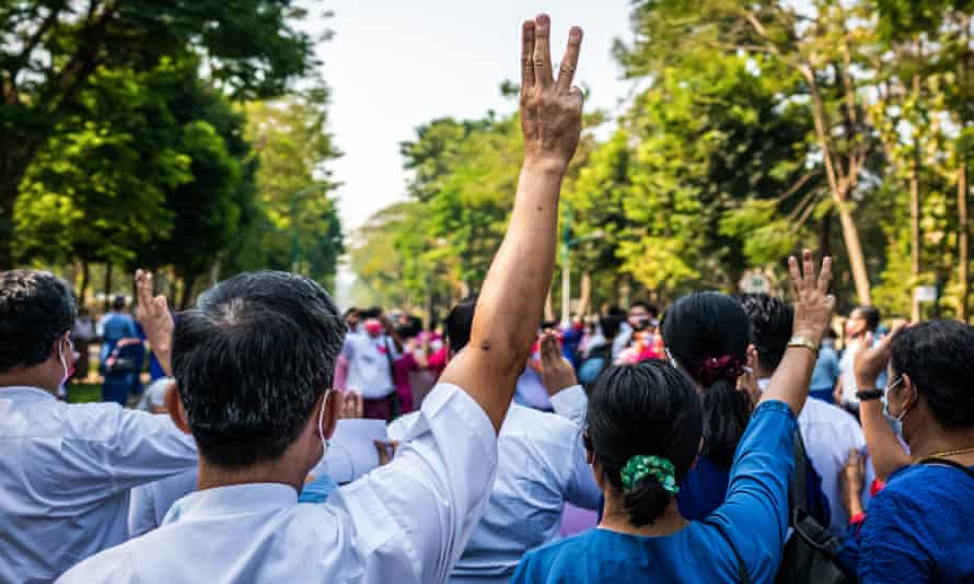 Yangon University Teachers' Association members protest