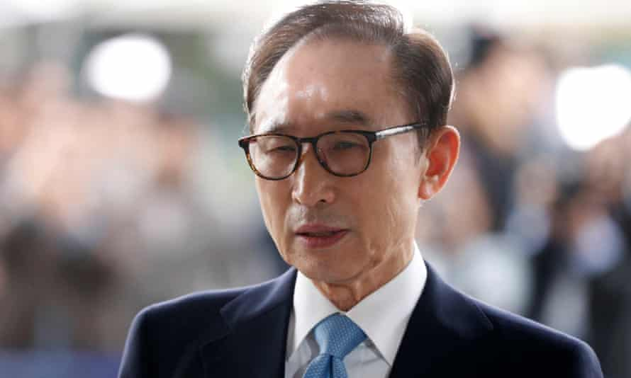 Lee Myung-bak arrives at the prosecutor's office for questioning in March.