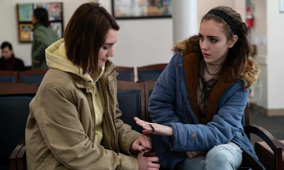 Sidney Flanigan and Talia Ryder in Never Rarely Sometimes Always