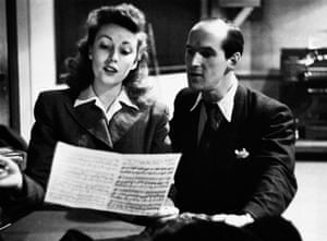 Vera Lynn prepares for a broadcast in May 1945