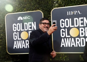 Actor Alfred Molina is one of the male attendees to show solidarity with the #TimesUpNow black dress code on the red carpet.