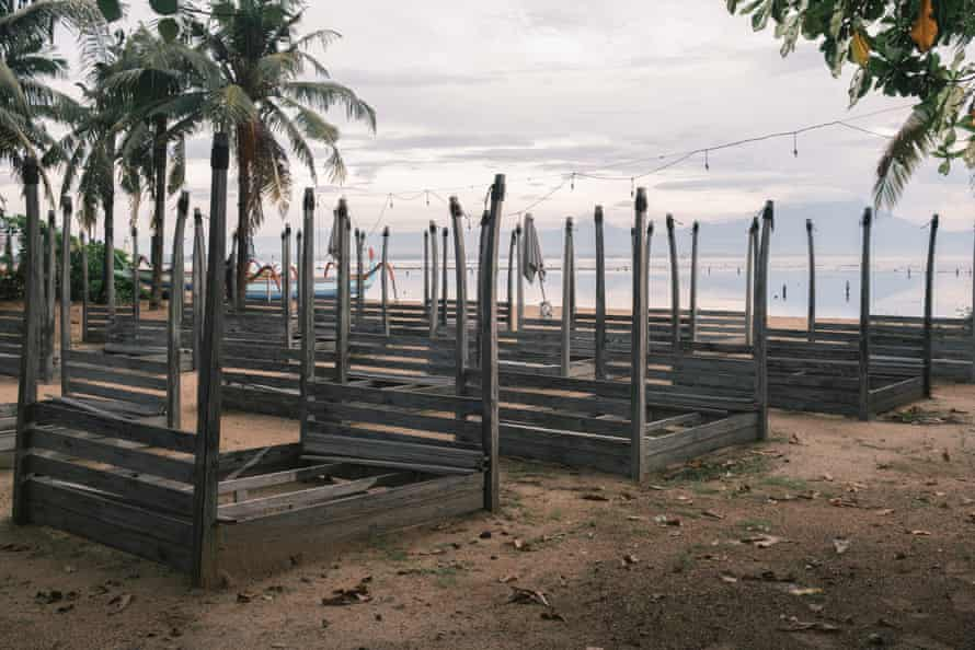 Neglected beach club in Sanur.