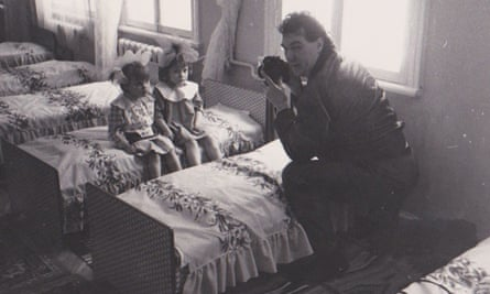 John Downing photographing children from Chernobyl in a nearby hospital.