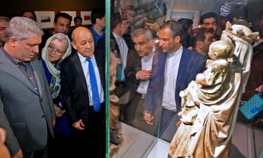 French Foreign Minister Jean-Yves Le Drian (left) tours an exhibition of 50 artworks from the Louvre on display at the National Museum in Tehran