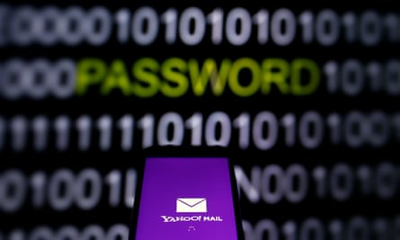 Yahoo scanned users' emails at the behest of US intelligence, it is claimed.