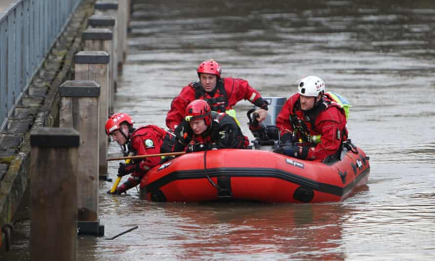 Police sarch for kayaker