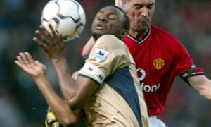SOCCER Man U v Arsenal5<br>Manchester United's Roy Keane challenges Patrick Viera of Arsenal for the ball, during their FA Barclaycard Premiership match at Old Trafford, Wednesday 8th May 2002. PA Photo : Phil Noble