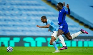 Looks like there's contact between the knee of Chelsea's Kurt Zouma and the leg of Raheem Sterling of Manchester City.