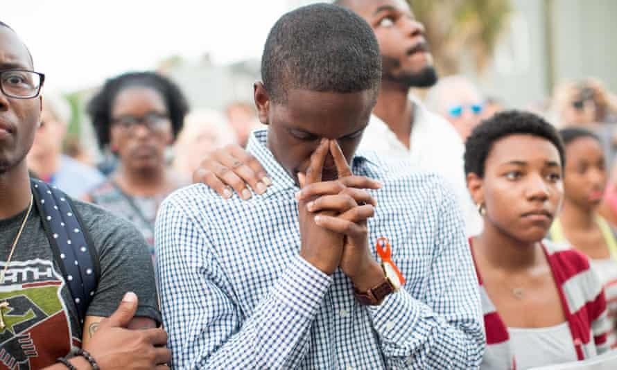 Charleston shooting mourners