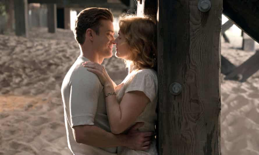 Under the boardwalk … Timberlake and Winslet.