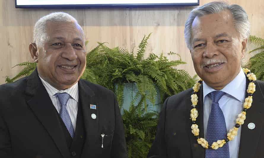Fijian PM Frank Bainimarama and Cooks Islands counterpart Henry Puna at Katowice.