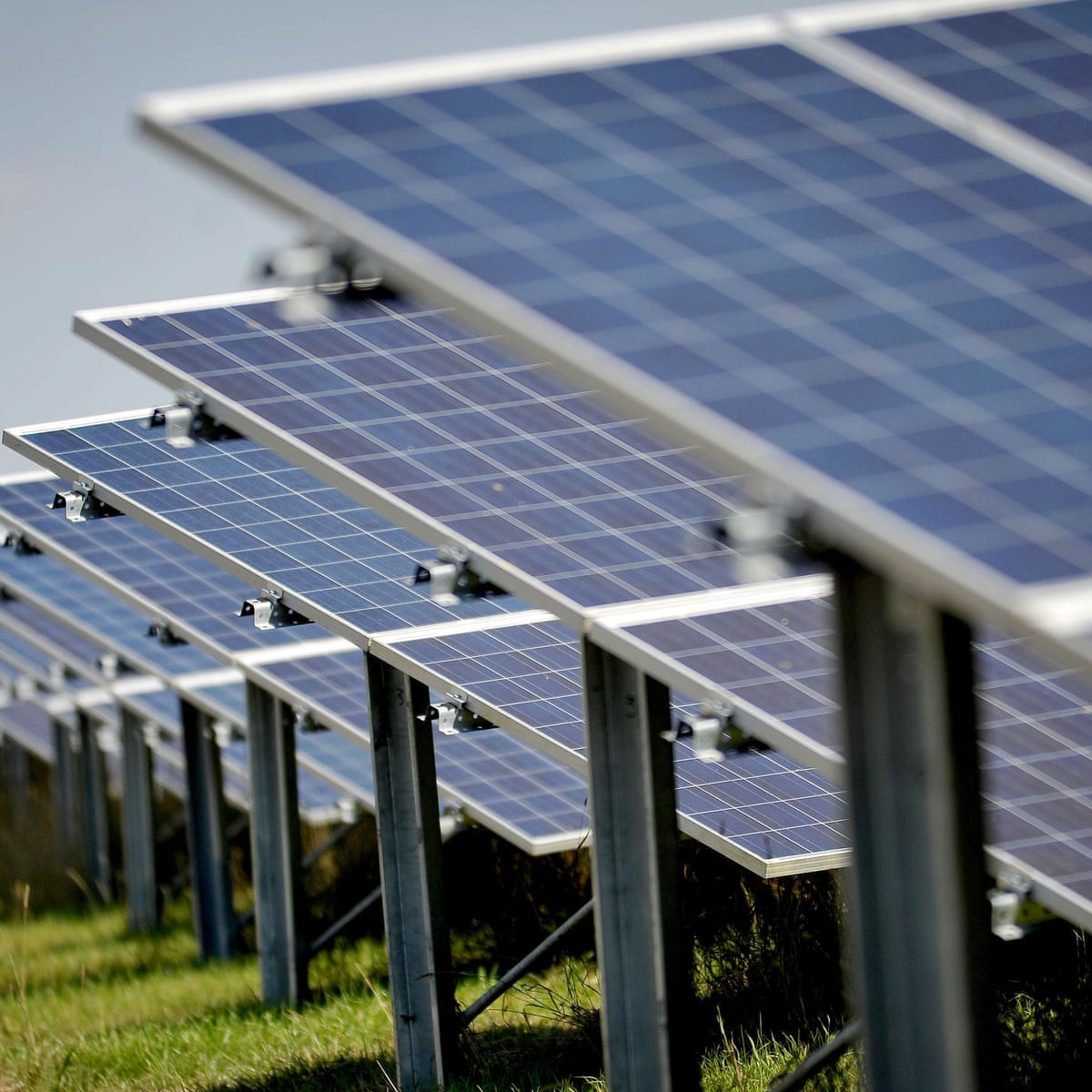 Solar Energy Sector Lost 8 000 Jobs In Us Last Year But Future Looks Bright Report Solar Power The Guardian