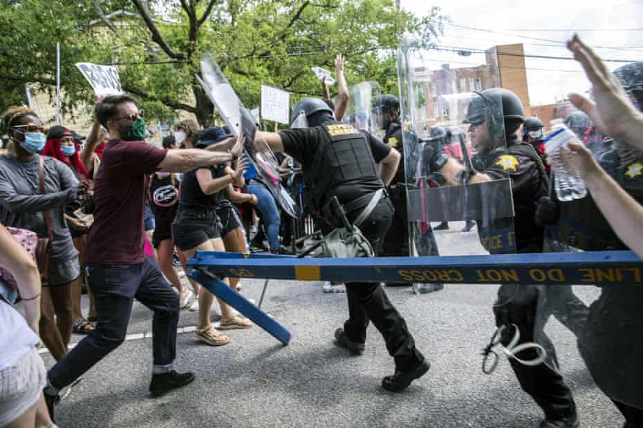 Protesters and police clash in Columbia, South Carolina on 31 May.
