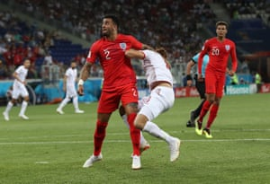 But Kyle Walker makes a grave error in the 33rd minute when he swings an arm in the direction of Fakhreddine Ben Youssef who goes down in the box. Penalty to Tunisia.