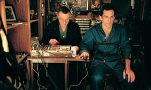 Robert De Niro and Ben Stiller in Meet the Parents.