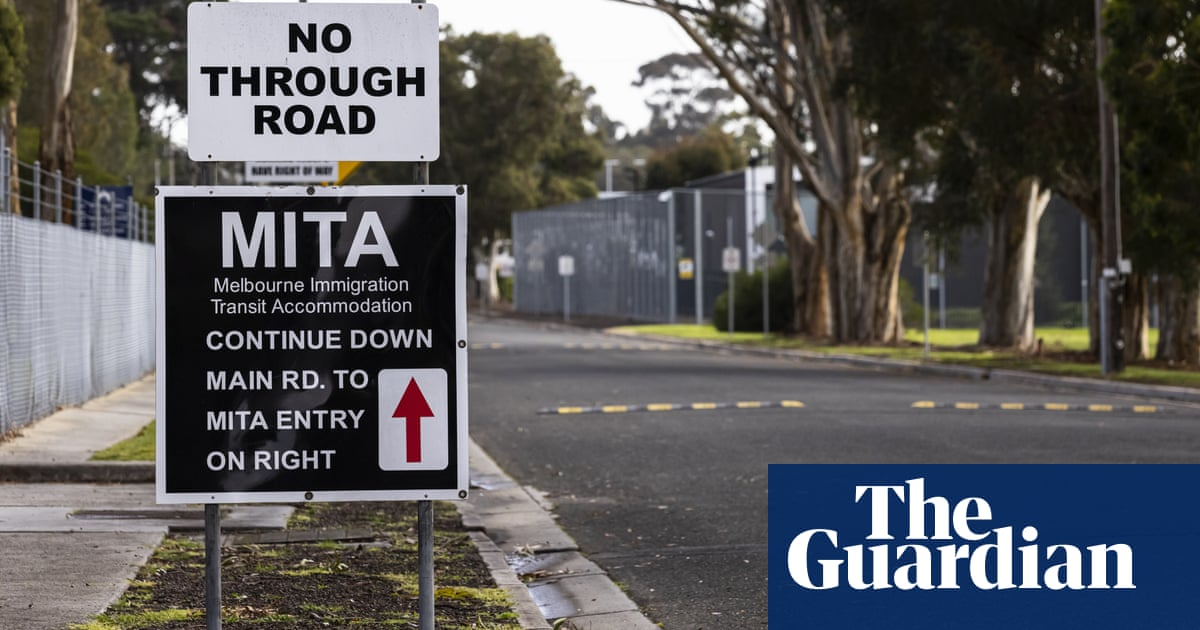 Calls for asylum seekers to be freed from detention after Melbourne guard tests positive for Covid