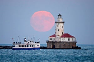 The moon rises over the Chicago Harbour Light