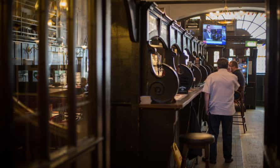 The Pevsner guide describes the town's Bull Inn as 'Scotland's finest art nouveau pub'.