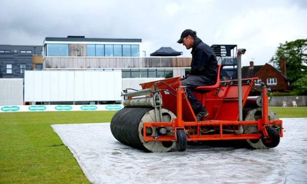 County cricket: Lancashire rush out Worcestershire on wet