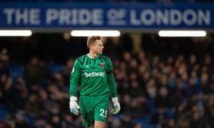 David Martin playing for West Ham at Stamford Bridge.