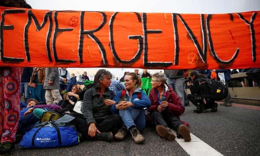 Activists block Lambeth Bridge