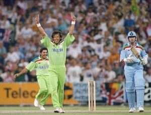 Imran Khan celebrates the moment of Pakistan's victory.