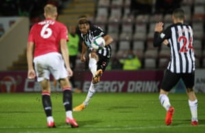 Joelinton scores his second and Newcastle's fourth goal.