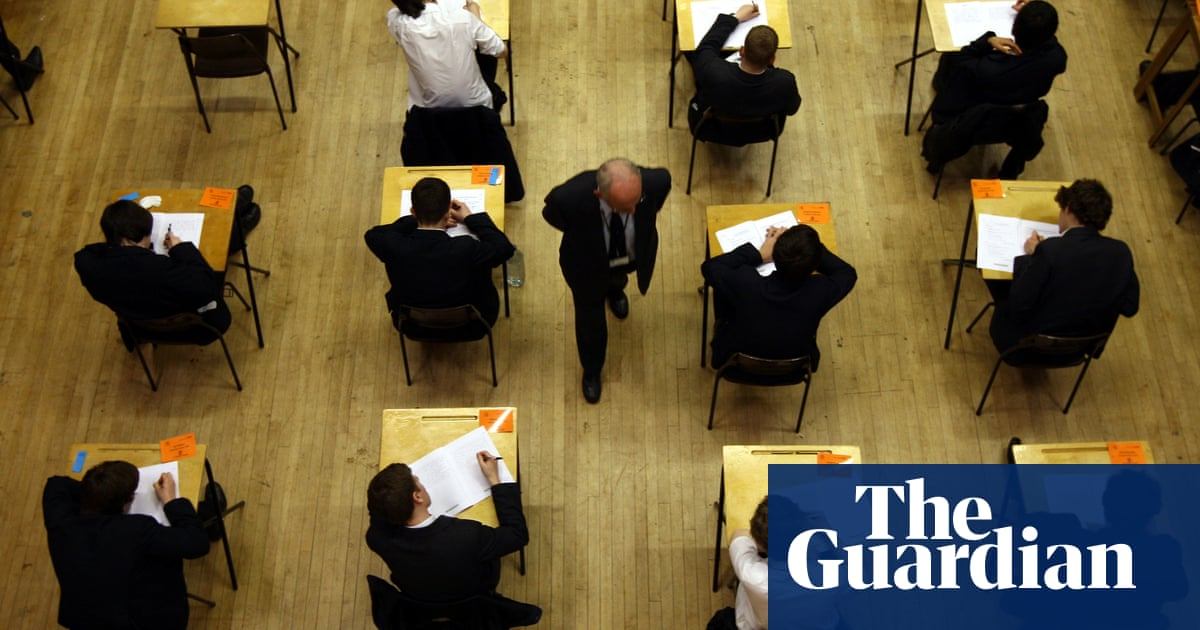 Headteachers call for 75% examination fee rebate in England