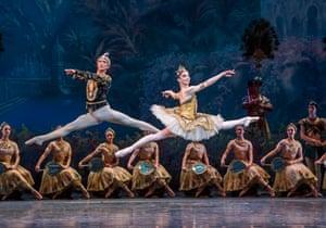 Vadim Muntagirov (Solor) and Natalia Osipova (Gamzatti) in La Bayadere by The Royal Ballet