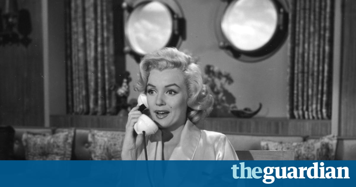 A much publicised sale of hundreds of items of Marilyn Monroe memorabilia  is to be held to mark what would have been her 90th birthday on 17 November.