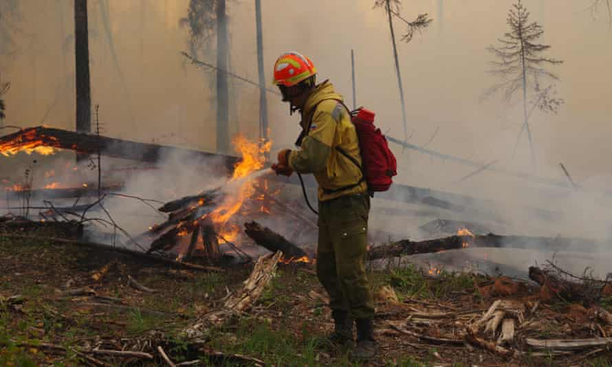 Siberia wildfires: Russia army planes and thousands of firefighters battle  blazes | Russia | The Guardian
