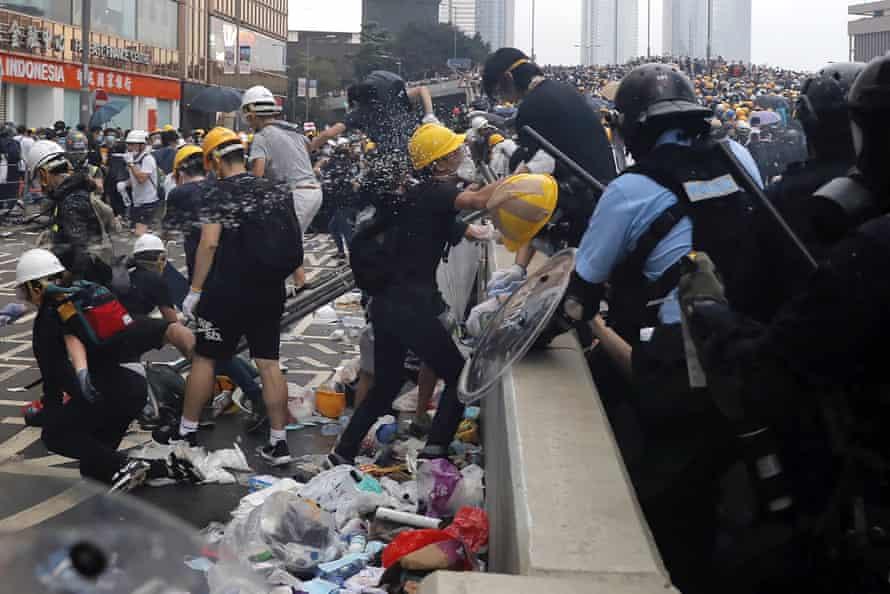 Police use pepper spray on demonstrators.
