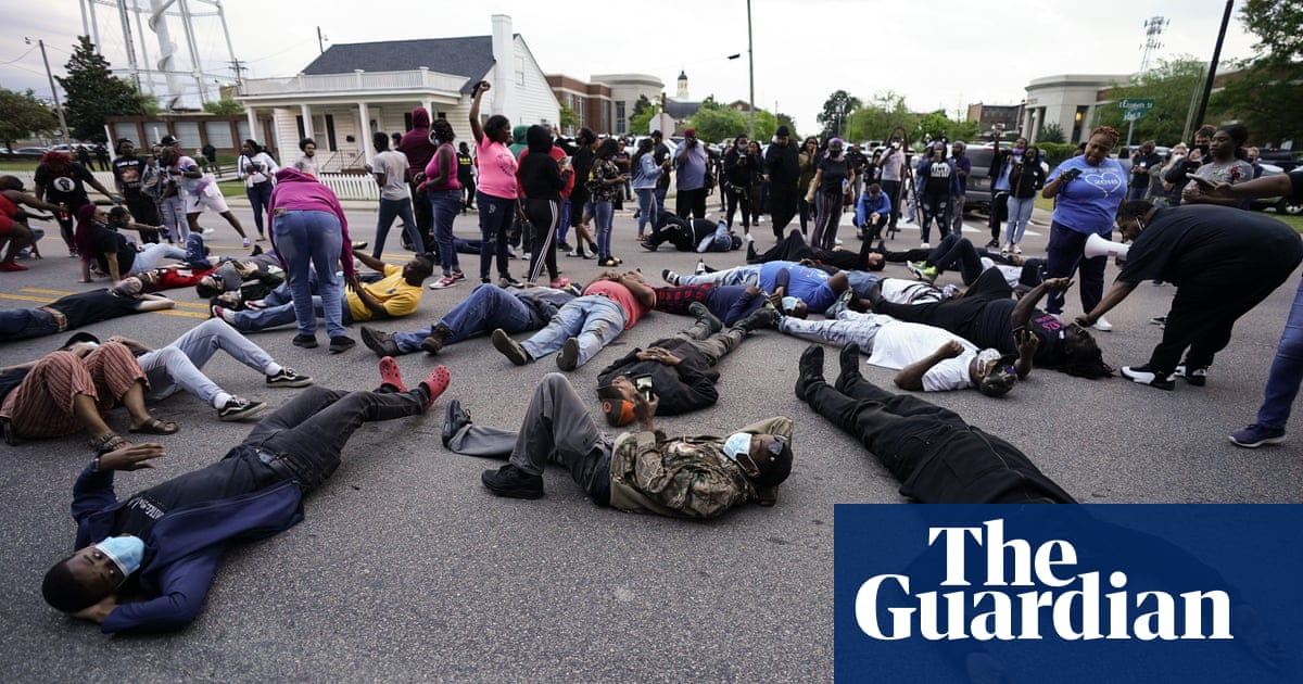 North Carolina: protests after police shooting of Andrew Brown – video