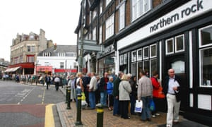 Massive queue outside Northern Rock branch in 2007