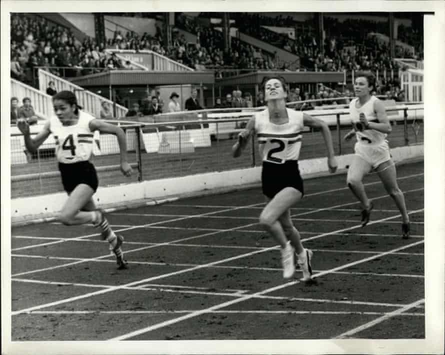 Neil (left) racing at White City in London, in August 1968, with Valerie Peat (centre) and Karin Frisch of West Germany.