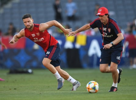 Shkodran Mustafi with Emery during a training session.
