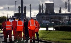 Grangemouth炼油厂的工作者在福尔柯克,苏格兰