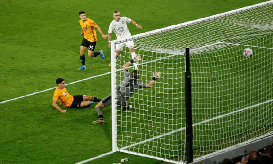 Pedro Neto scores Wolves' first from close range