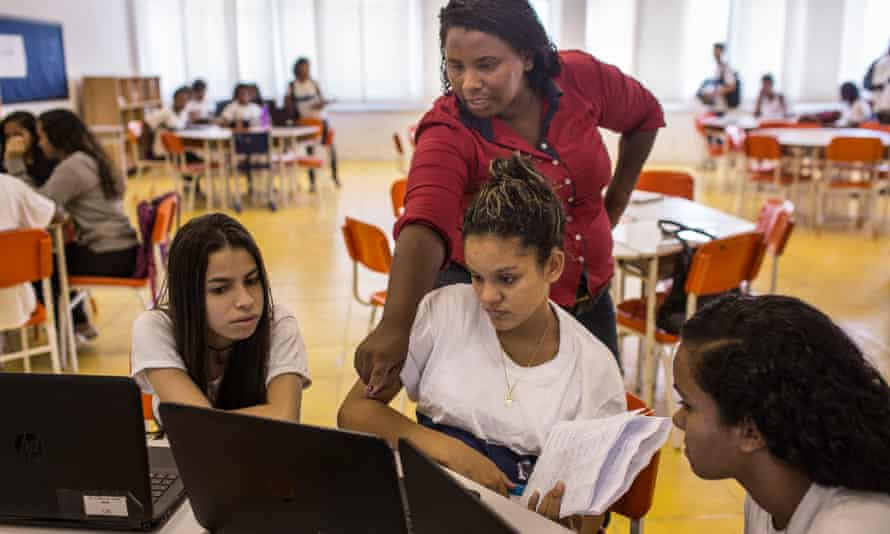 Software allows school to create lessons and class activities, with students working in groups and teachers assisting them.