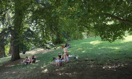 Families find respite from the harsh sun on the hottest day in Paris at Parc de Buttes-Chaumont