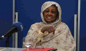 Fatima Ahmed Ibrahim receiving the Ibn Rushd prize for freedom of thought at the Goethe Institute in Berlin in 2006.
