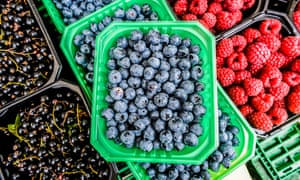 Eating berries, along with nuts, 70% dark chocolate, seeds and decaffeinated coffee could help improve gut health, and as a result, your sleep.